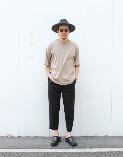 KNIT TEE:crepuscule x FRONT PLEATS PEGTOP SIDE STRIPE:MARKAWARE