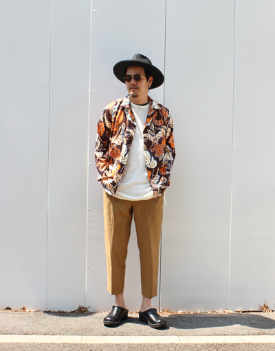 DEAD FABRIC LEAF ALOHA SHIRTS:Varde77 x FRONT PLEATS PEGTOP SIDE STRIPE:MARKAWARE
